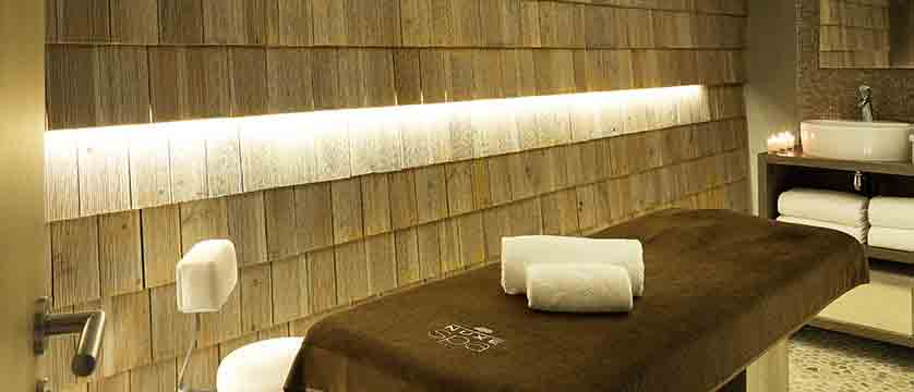 Hotel Heliopic, Chamonix, France - spa area, treatment room.jpg
